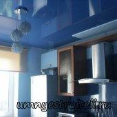 Натяжные потолки в интерьере кухни.