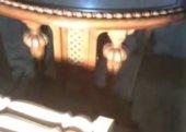 Резной стол из дерева с каменной столешницей.