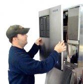 Вакансия — требуется мастер по ремонту холодильников.