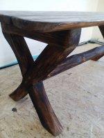 Скамейки из дерева.